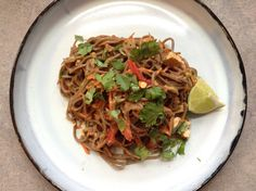 Super easy #lowFODMAP and #glutenfree recipe for Peanut Soba Noodles