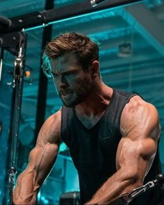 Chris Hemsworth — [HQ] Chris launched the Ultibiotics campaign along. Chris Hemsworth Body, Chris Hemsworth Shirtless, Chris Hemsworth Workout, Hemsworth Brothers, Hot Actors, Marvel, Hollywood Actor, Mens Fitness, Gym Motivation