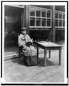 Jessie Tarbox Beals, The sitting-out bag used in open air schools in New York and elsewhere, ca. Greenwich Village, Vintage Air, Vintage Black, Go To New York, New York City, Vintage Photographs, Vintage Photos, Jessie, Youth Culture