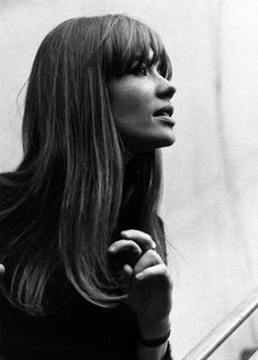 Françoise Hardy's style - Page 3 Vintage Hairstyles, Hairstyles With Bangs, Straight Hairstyles, Cool Hairstyles, 1960s Hairstyles, Updo Hairstyle, Wedding Hairstyles, Sixties Hair, Hair Inspo