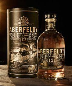 YO old Single Malt Scotch whisky Whiskey Label, Cigars And Whiskey, Whiskey Bottle, Whiskey Girl, Irish Whiskey, Beer Bottle, Alcohol Spirits, Wine And Spirits, Alcohol Bottles