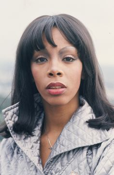 Donna Summer - I forgot how pretty she was. LaDonna Adrian Gaines (December 1948 – May known by her stage name, Donna Summer, was an American singer, songwriter, and painter. Dance Music, Disco Queen, Black Is Beautiful, Beautiful People, Beautiful Ladies, Donna Summers, Jazz, Hollywood, Thats The Way