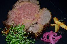 Mangler du inspiration til årets nytårsmenu? Her er et virkelig godt bud: Luksus oksehøjreb fra vores irske topleverandør John Stone Beef! Steg det i ovnen eller på grillen ved 100 grader i ca. 40 minutter pr. kg. Det smager helt fantastisk!