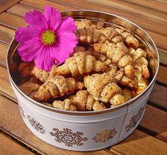 Gerollte Mini-Nusshörnchen, ein schönes Rezept aus der Kategorie Kekse & Plätzchen. Bewertungen: 778. Durchschnitt: Ø 4,7.