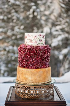 Gold and Ruby Wedding Cake by Cake-a-licious | photography by http://brookebakken.com | floral, styling and event design by http://www.petalpixie.com/