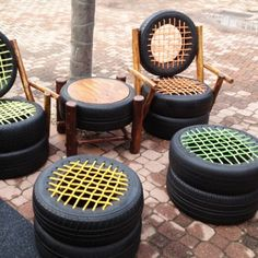 Why is so important to know how to reuse old tires? Old tires are normally thrown out or at the very least end up sitting around in the garage or yard collecting dust. Disposing of old tires is a g… Tire Seats, Tire Chairs, Tire Table, Reuse Old Tires, Reuse Recycle, Recycled Tires, Recycled Crafts, Recycled Garden, Recycled Rubber