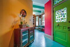"""Author Sandra Cisneros has sold her King William home — the same structure that stirred controversy in the late for its """"periwinkle purple"""" color — to an undisclosed buyer, Phyllis Browning real estate agent Ann Van Pelt confirmed Wednesday. Sandra Cisneros, King William, Square Feet, Mom And Dad, The Neighbourhood, Home And Family, Real Estate, San Antonio, Building"""