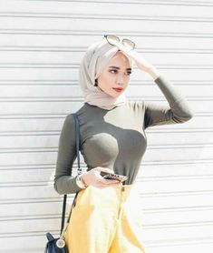 Rima naserYour scarf is the most important part inside apparel of females along with hijab. Hijab Teen, Arab Girls Hijab, Girl Hijab, Muslim Girls, Beautiful Hijab Girl, Beautiful Muslim Women, Selfies, Muslim Women Fashion, Muslim Beauty
