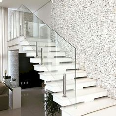 Construindo Minha Casa Clean: Escadas de Mármore com Guarda-Corpo de Vidro Embutido! Modern Stair Railing, Stair Railing Design, Staircase Railings, Modern Stairs, White Staircase, Railing Ideas, Staircase Ideas, Interior Railings, Interior Stairs