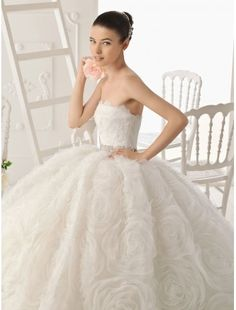 Stylish Organza Ball Gown Style With Lavish Rosette Skirt New Strapless Wedding Dress High Quality