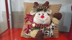 cojines para navidad - Buscar con Google Christmas Sewing, Diy Christmas Gifts, Christmas Projects, All Things Christmas, Christmas Time, Christmas Stockings, Christmas Sweaters, Christmas Decorations, Christmas Ornaments