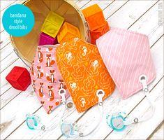 Bandana Style Baby Drool Bibs with Binky Leash - Love Sewing, Sewing For Kids, Baby Sewing, Bandana Bib Pattern, Baby Hut, Baby Bibs Patterns, Easy Baby Blanket, Diy Bebe, Bandana Styles