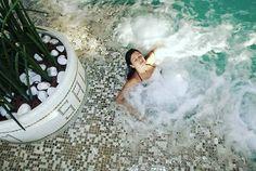 Salus per acquam.  18 postazioni idromassaggio e lettini whirlpool per garantirti benessere e ralax! #terme #termevenezia #spa #abano www.termevenezia.it