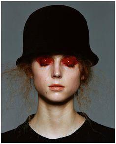 Pret a Porter' Vogue Germany 1998 photo Michel Comtè |