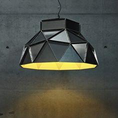 Conçue par la designer néerlandaise Romy Kuhne pour l'éditeur de luminaires belge Dark, « Apollo lamp » est une lampe suspendue à facettes constituée de pièces métalliques triangulaires assemblées par des vis et des boulons.