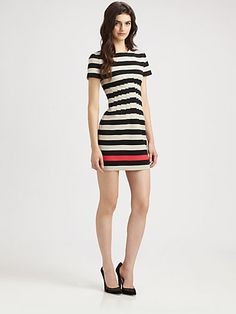 One contrast color stripe.  Many dart shaping at the waist, gives a zig-zag look to the stripe.
