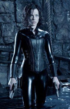 http://forbiddenforrest.blogspot.bg/2012/03/underworld-film-costume-kate-beckinsale.html