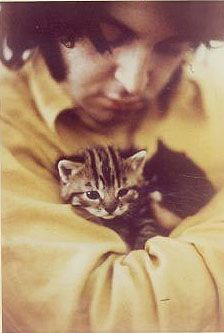 Paul McCartney and kitty cute