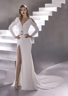 Wedding Dress ROCKET by Pronovias - Search our photo gallery for pictures of wedding dresses by Pronovias. Find the perfect dress with recent Pronovias photos. Slit Wedding Dress, Wedding Dress Shopping, Lace Ball Gowns, Tulle Ball Gown, Dress Out, Dress With Bow, Wrap Dress, Pronovias Wedding Dress, Wedding Gowns