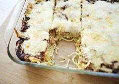 Baked Spaghetti Recipe - tomato sauce, red wine, Italian sausage, spaghetti, mozzarella, parmesan, garlic. #dinner #italian #casserole