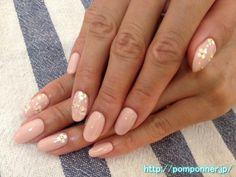 ベージュピンクを一色塗りした上品なジェルネイル elegant gel nail you have one color painted beige pink