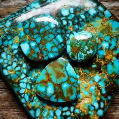 New vein at the Kingman Mine in AZ with red and gold webbing, Microwebbing and even Polychrome blue-green color! Green Colors, Blue Green, Southwestern Jewelry, Textures Patterns, Turquoise Necklace, Addiction, Jewelry Design, Red, Duck Egg Blue