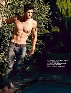 Well HELLO, Robbie Amell
