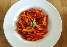 #lunchtime #atwork #ownrecipe .. .. #hungary is known to produce one of the best #paprika out there. This is what exactly i used to create this #pasta. I made a base of similar to #marinara sauce and mixed it with #oregano #driedmint #hungarian #paprikapaste and voila this was created. It had a spicy character but it went well with the whole dish. #dmforrecipe .. .. .. #veganpasta #veganism #veganlifestyle #veganfood #veganrecipe #lunchatwork #aachen #arbeitmachtspaß #arbeitenkannsoschönsein…