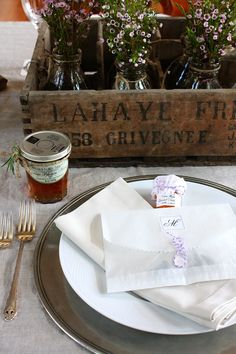 Love the presentation of the gifts on the guests' plates. (Monica Hart- La Famiglia Design)