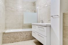 salle de bain avec baignoire carrelée Renovation Paris, Alcove, Bathtub, Bathroom, Tile Bathrooms, Bath Room, Bath Tub, Bathtubs, Full Bath