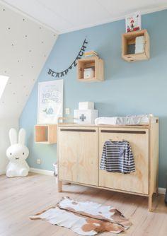 Onbewerkt houten commode | DertigZes via Kinderkamerstylist.nl