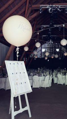 #Staffelei #Mietmöbel #Hochzeit #Tischplan Planer, Tea Lights, Candles, Wedding, Alice, Wedding Table Plans, Easel, Wedding Ideas, Getting Married