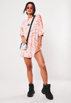 Shirt Dress tied Missguided Pink Daisy Tie Dye Oversized T Shirt Dress Missguided Pink Daisy Tie Dye Oversized T Shirt Dress Festival Looks, Moda Oversize, T-shirt Trop Grand, Oversized T Shirt Dress, Streetwear, Tie Dye Outfits, Jüngstes Kind, Dresses To Wear To A Wedding, 90s Outfit