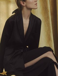 No zip, snap, or button can match the elegance of even the most hastily tied bow. Whether in the form of a waist-cinching belt or a decorative knot, tied fastenings are appealing in their simplicity, evoking the grace of classical drapery and the ease of a bathrobe.