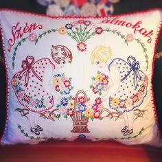 Falvédőmintával himzett párna - Hungary Beautiful vintage embroidered pillow from Hungary Hungarian Embroidery, Learn Embroidery, Vintage Embroidery, Embroidery Applique, Cross Stitch Embroidery, Embroidery Patterns, Modern Embroidery, Floral Embroidery, Sewing Crafts