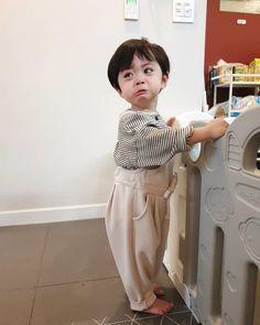 Cute Asian Babies, Korean Babies, Asian Kids, Cute Funny Babies, Cute Kids Pics, Cute Baby Girl Pictures, Cute Baby Boy, Cute Little Baby, Couple With Baby