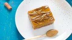 Servite con una forchetta accompagnando con crema al pistacchio Babbi, panna montata vegana, noci, crumble o a piacere.