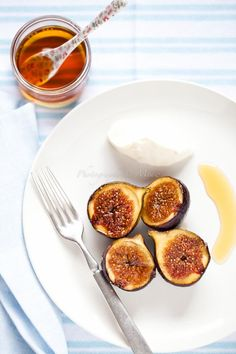 Caramelized figs and maple mascarpone (adapted from Donna Hay, Fast, Fresh, Simple)