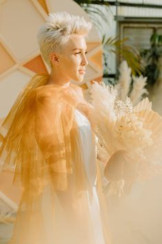 Modern spring wedding colors are here with this tulum-inspired wedding at a greenhouse, featuring rattan decor and a tulle bridal cape! Romantic Wedding Hair, Wedding Cape, Bridal Cape, Best Wedding Hairstyles, Bridal Hairstyles, Long Hairstyles, Bridal Portrait Poses, Bridal Bun, Spring Wedding Colors