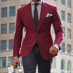 Men formal wear on a business Mens Fashion Blog, Mens Fashion Suits, Men's Fashion, Fashion Menswear, Moda Men, Blazer Outfits Men, Look Blazer, Red Blazer, Herren Style