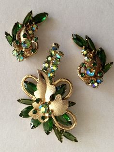Verified Vintage Rhinestone D&E Julianan book piece green Brooch Earring Set. Great gift for her. Available now from GiosGems on Etsy. Or Antique, Antique Jewelry, Vintage Jewelry, Antique Toys, Vintage Earrings, Rhinestone Jewelry, Vintage Rhinestone, Vintage Brooches, Crystal Rhinestone