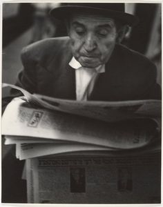 Man reading Yiddish newspaper, NYC, 1960s