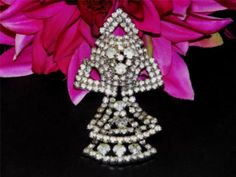 WEISS diamante rhinestone brooch. True vintage costume jewelry 1950's era. Dangle style.