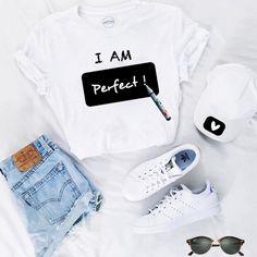 """Hoy nos sentimos """"PERFECTAS"""" con las camisetas de nuestra sección Diseños Creativos porque con la colección de @Freedomtowriteofficial podemos escribir #unmensajediferentecadadia para ser originales y diferentes. Haz de tu outfit diferente cada vez que lo uses, personalizaremos el diseño especialmente para ti y tan solo tendrás que escribir sobre la figura negra el mensaje que desees tantas veces como quieras, así de fácil. #moda #estilo #casual #DiseñosCreativos #camisetasquemolan…"""