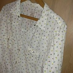 Aeropostle Button Down Top This top so cute, I love the flowers!! Also you can roll the sleeves to get a striped look. It's in great condition except the bottom button is missing as shown. Very light weight. Aeropostale Tops Button Down Shirts