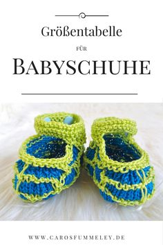 Ich zeige Dir, in welchem Alter ein Baby welche Schuhgröße hat und wie lang du deine Babyschuhe stricken oder häkeln musst, damit sie passen.
