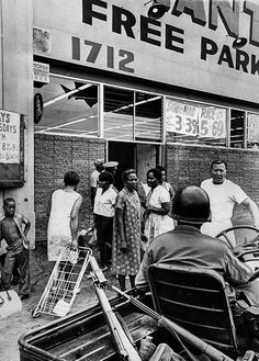 Only women were allowed to enter the Giant Food Market at 1712 E. after it reopened during Watts Rebellion. Clerks were wearning guns. Man facing camera is manager Carl Margolis, August Photo credit: Los Angeles Times Watts Riots, Los Angeles Police Department, Civil Rights Movement, James Brown, New Chapter, Black People, America, History, Giant Food