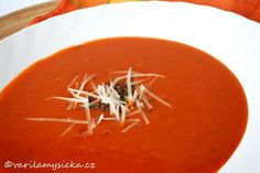 K výrobě této rychlé rajčatové polévky tentokrát posloužila pasírovaná rajčata. Další 2 zdravé ingredience pak z polévky vykouzlily krémovou záležitost. Healthy Cooking, Healthy Recipes, Thai Red Curry, Healthy Living, Ethnic Recipes, Soups, Healthy Life, Healthy Eating Recipes, Soup