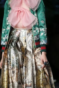 See detail photos for Gucci Spring 2016 Ready-to-Wear collection.