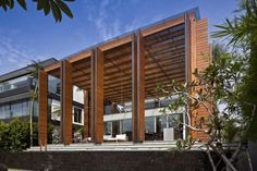 Cove Way House by Bedmar and Shi
